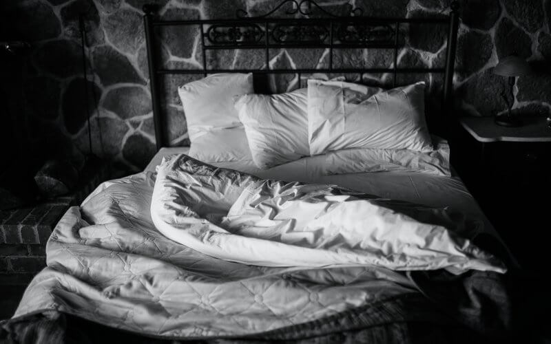 cama no escuro