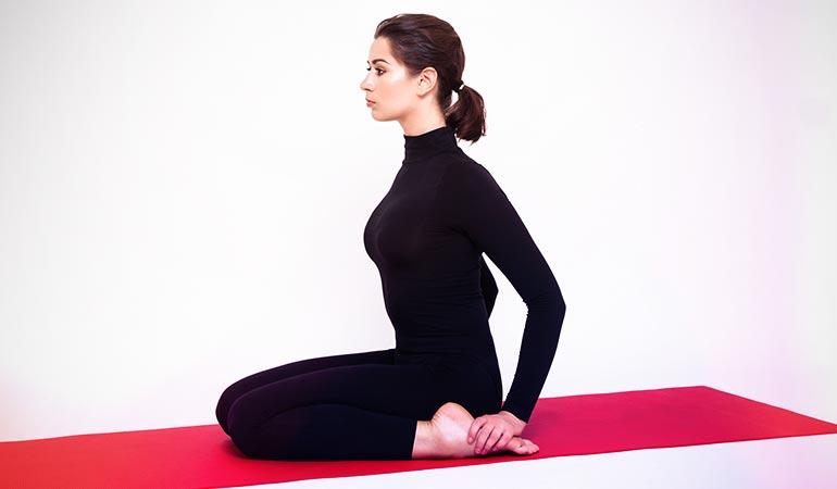 Pose de Yoga 1